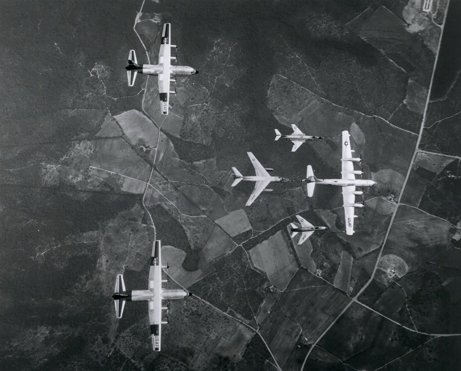 1952 - Aircraft which make up Tactical Air Command s composite force pose for an airborne family por
