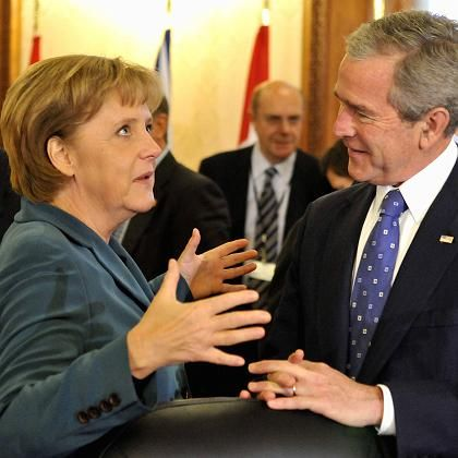 Kanzlerin Merkel und US-Präsident Bush: Erstmals konnten die USA ihren Willen auf einem Nato-Gipfel nicht durchsetzen
