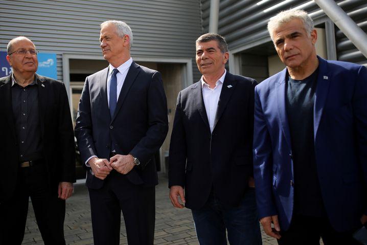 Mosche Ya'alon, Benny Gantz, Yair Lapid und Gaby Ashckenazi - die Anführer von Blau-Weiß