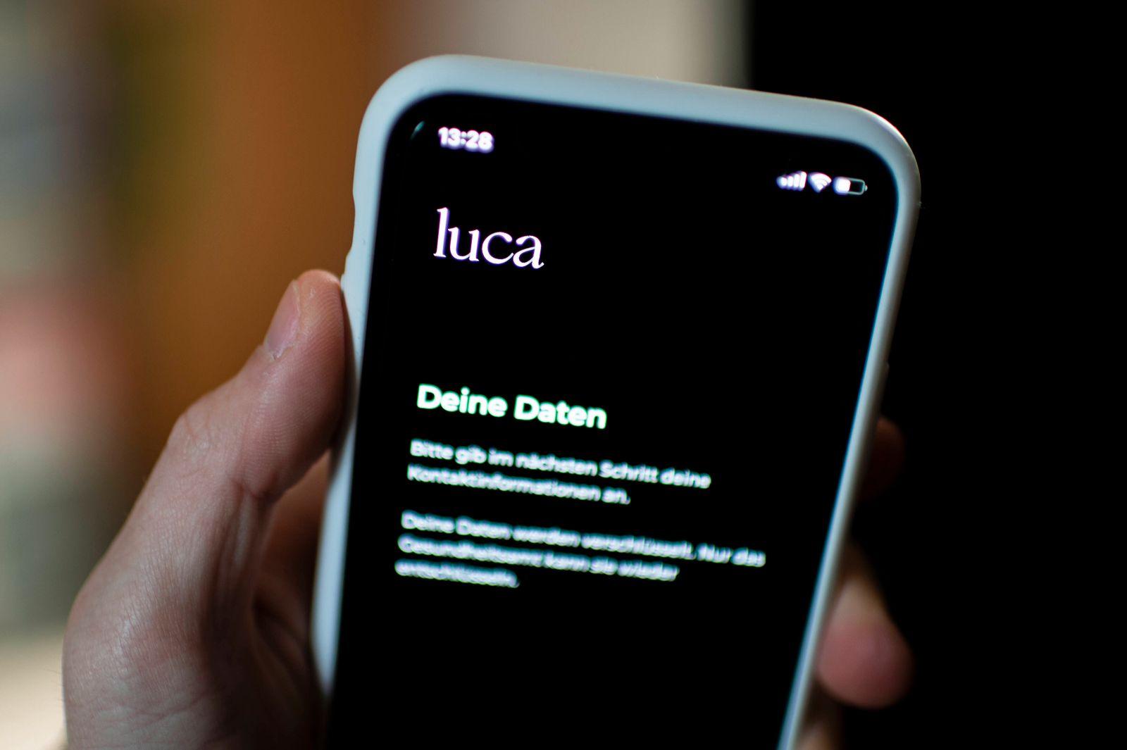 App Luca Die App Luca wird auf einem Smartphone angezeigt. Foto: Wedel/Kirchner-Media Nordrhein-Westfalen Deutschland **