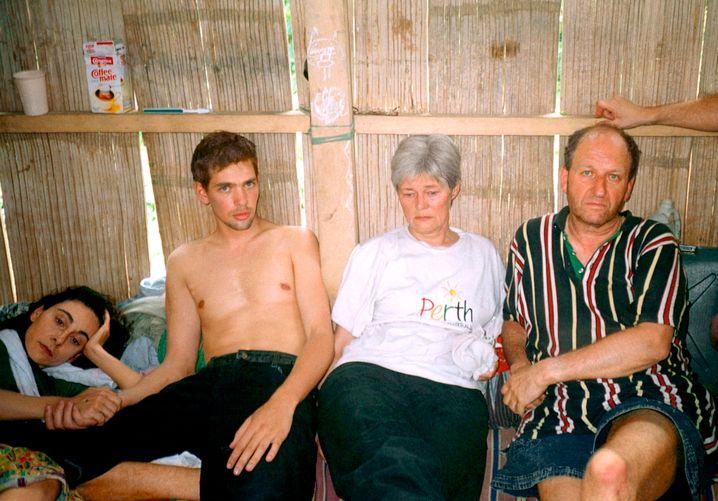 In Geiselhaft auf Jolo: Werner, Renate und Marc Wallert, mit der Libanesin Marie Moarbes (von rechts)