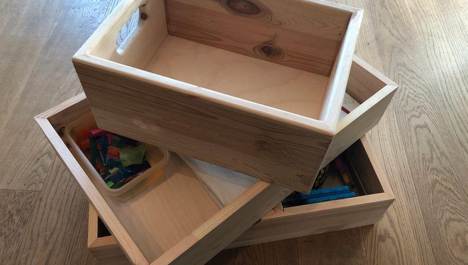 Drei Kisten für mehr Ordnung im Haushalt