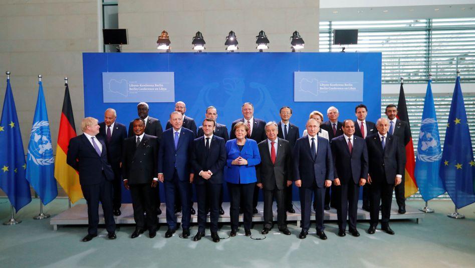 Kanzlerin Angela Merkel mit den Teilnehmern der Libyen-Konferenz