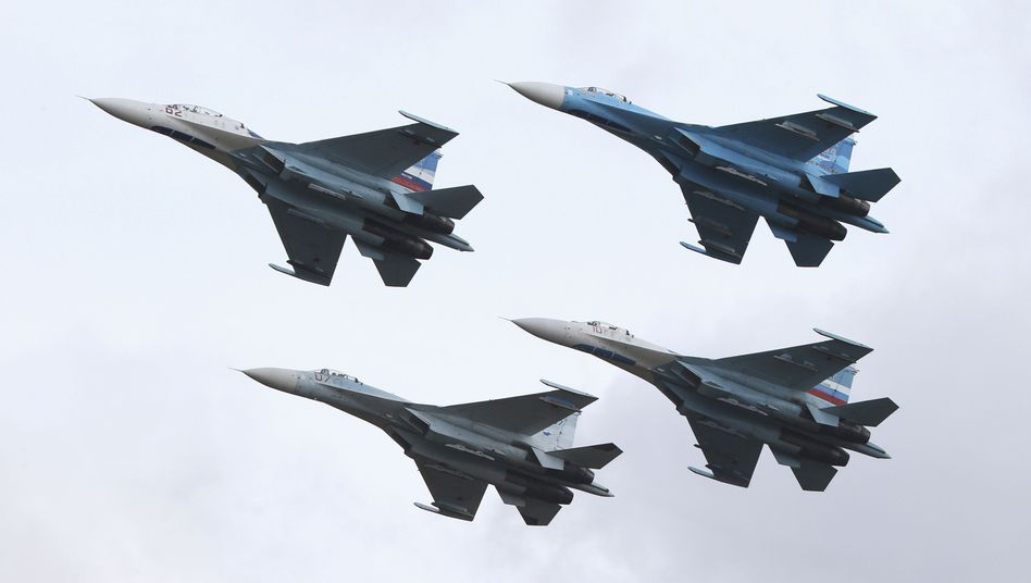 Russische Kampfjets Su-27: Greift Moskau in den syrischen Bürgerkrieg ein?