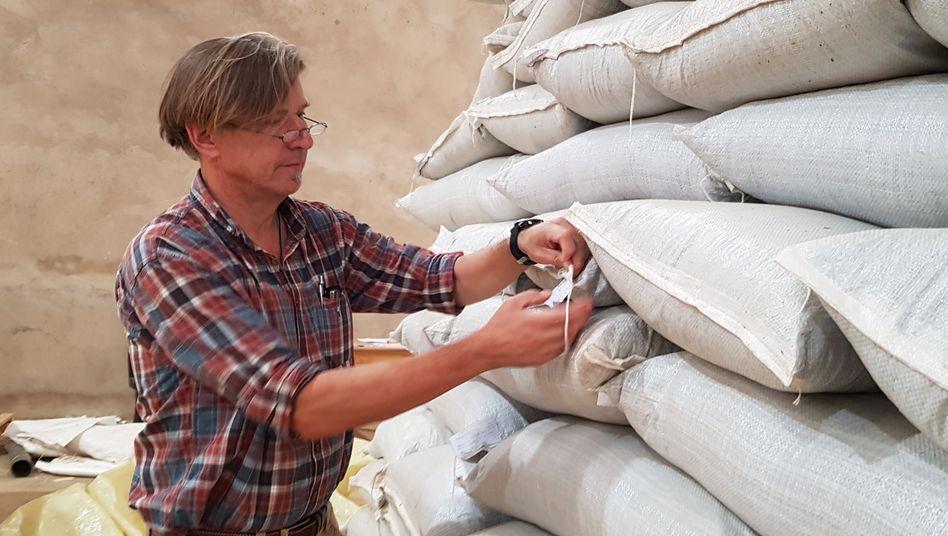 Dominikus Collenberg hat in Simbabwe eine eigene Firma gegründet: Mit Organic Africa beliefert er Tee-, Gewürz-, Arznei- und Kosmetikhersteller auf der ganzen Welt