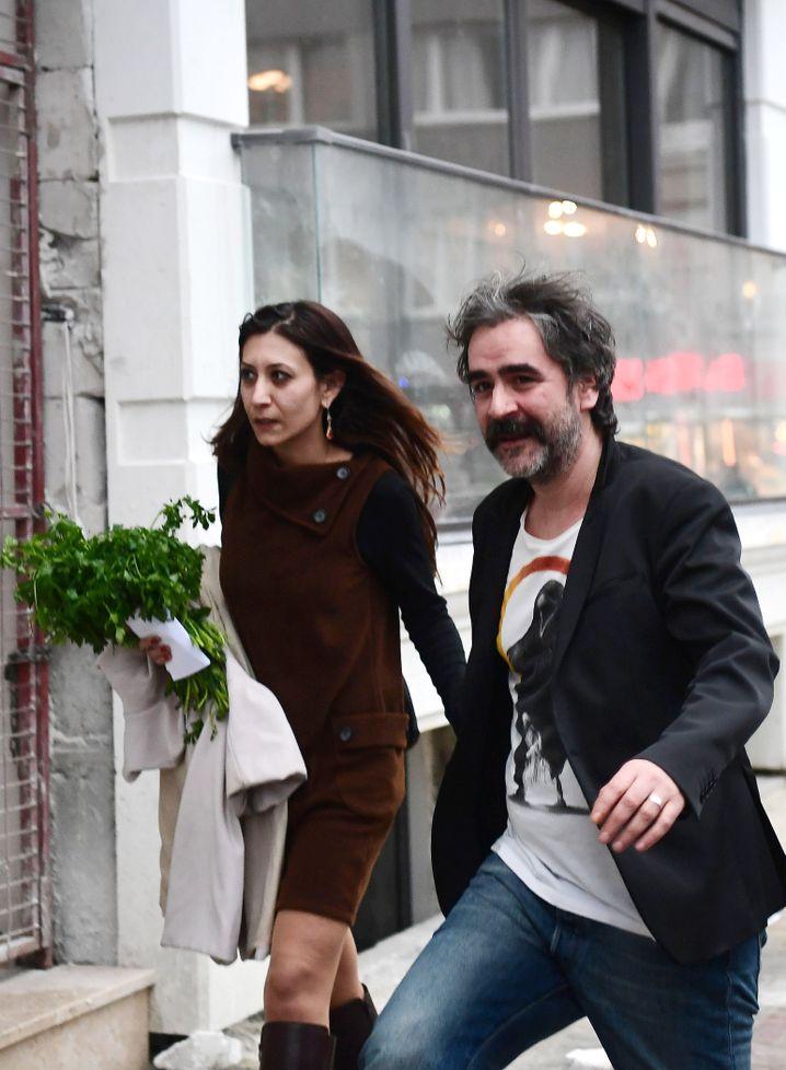 Yücel mit Ehefrau Dilek Mayatürk Yücel