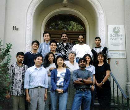Gemeinsam mit jungen Studenten aus acht verschiedenen Ländern lernte der spätere Terrorist (hinten, 2. von links) Deutsch