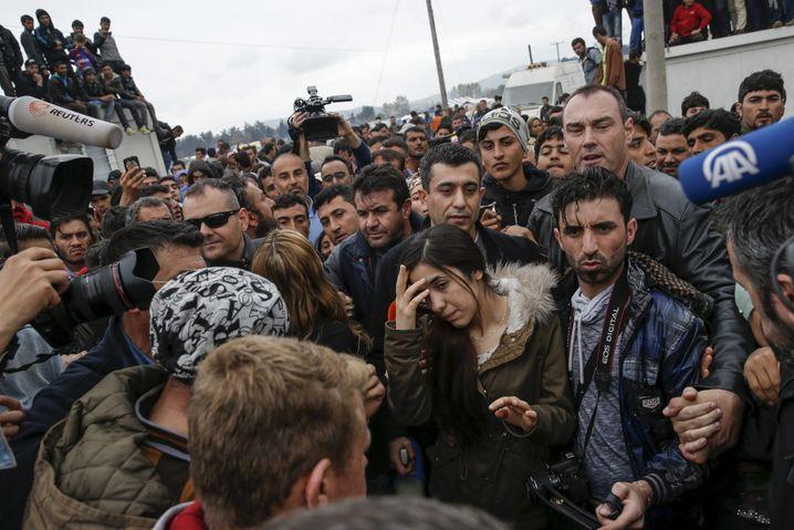 Nadia Murad beim Besuch in einem griechischen Flüchtlingscamp: Sprecherin für ihr Volk