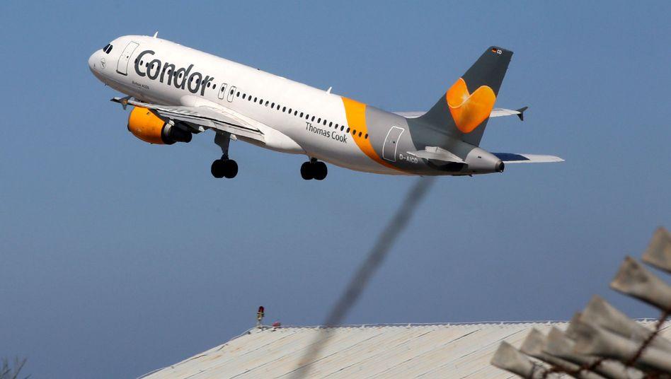 Eine Condor-Maschine beim Start vom Flughafen Heraklion auf Kreta
