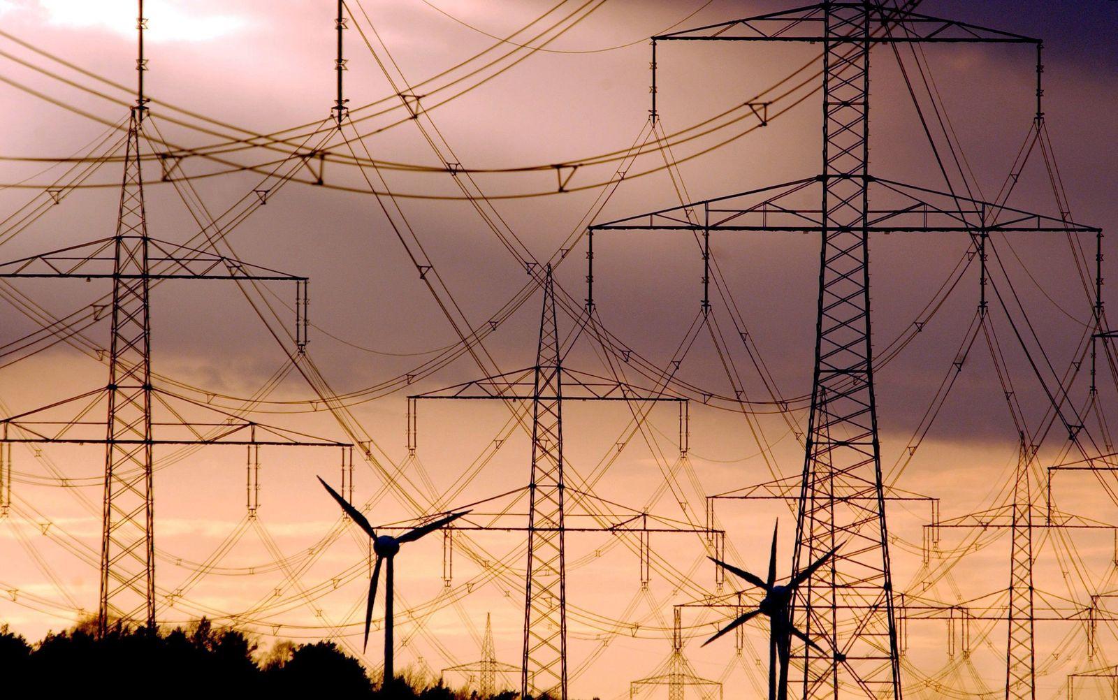 Windräder/ Strommasten