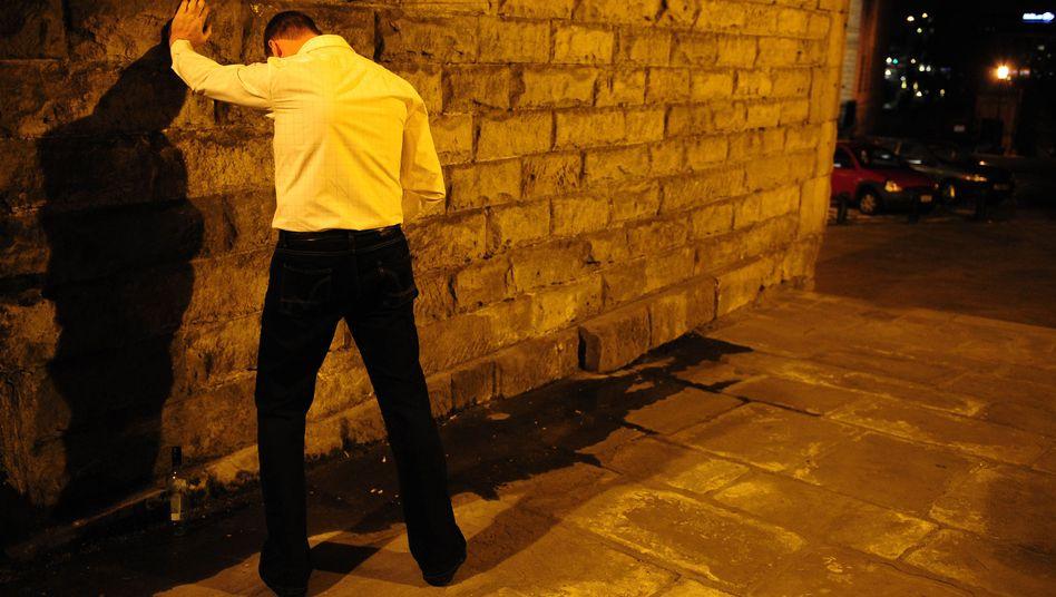 Ab ins Bett: Wer trinkt, riskiert den Kontrollverlust