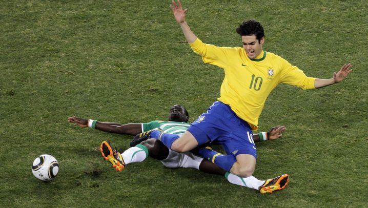 Brasiliens Matchwinner: Luís Fabiano mit Hand, Elano mit Elan