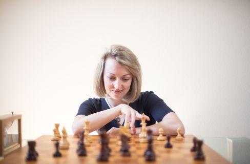 Schachprofi Pähtz: »Die Männer haben jeden Monat ein Spaßturnier, weil Magnus Carlsen Langeweile hat. Wir Frauen haben diese Angebote nicht«