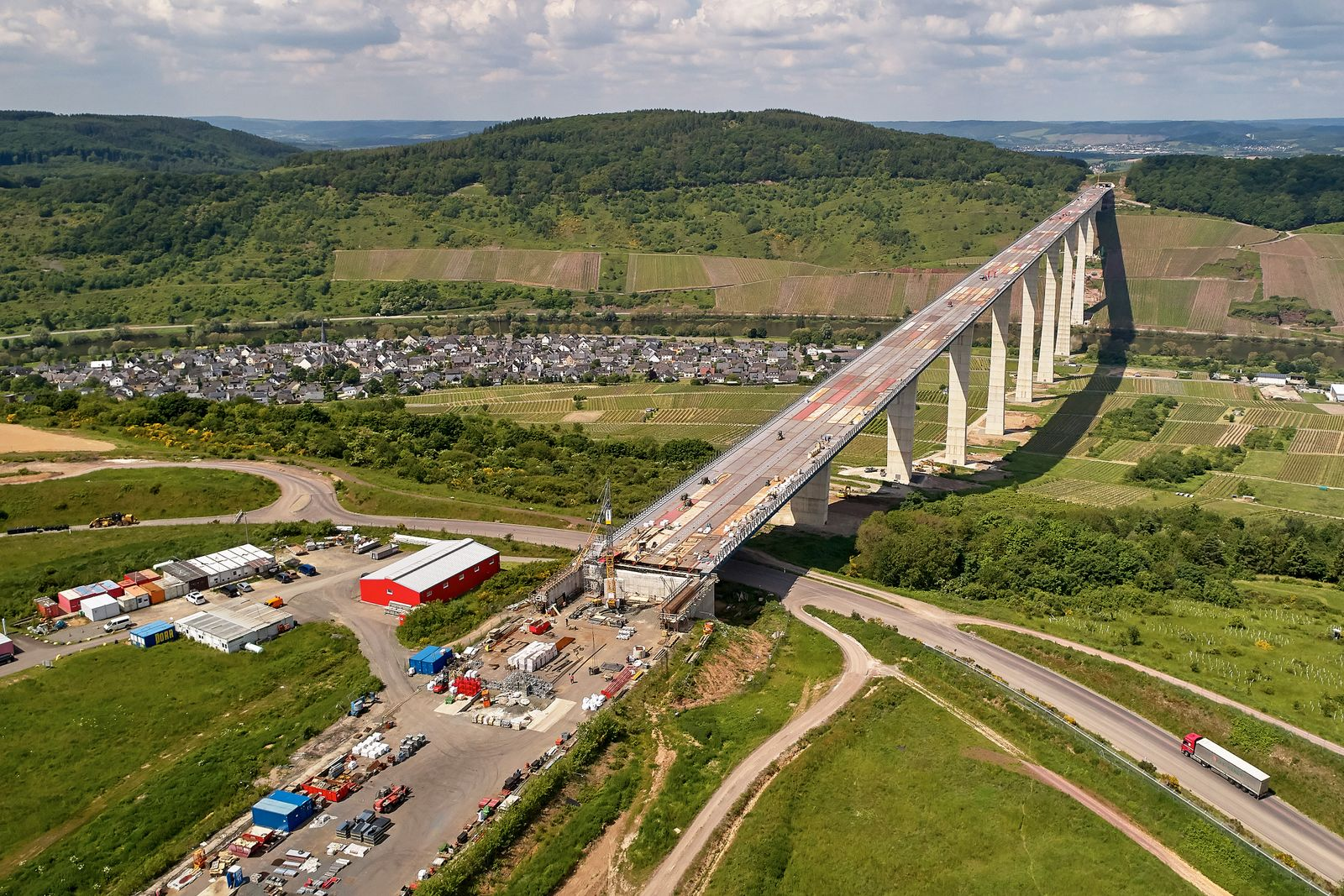 Brückenbau / Bau Brücke / Baustelle der Hochmoselbrücke / investitionen in bau und infrastruktur