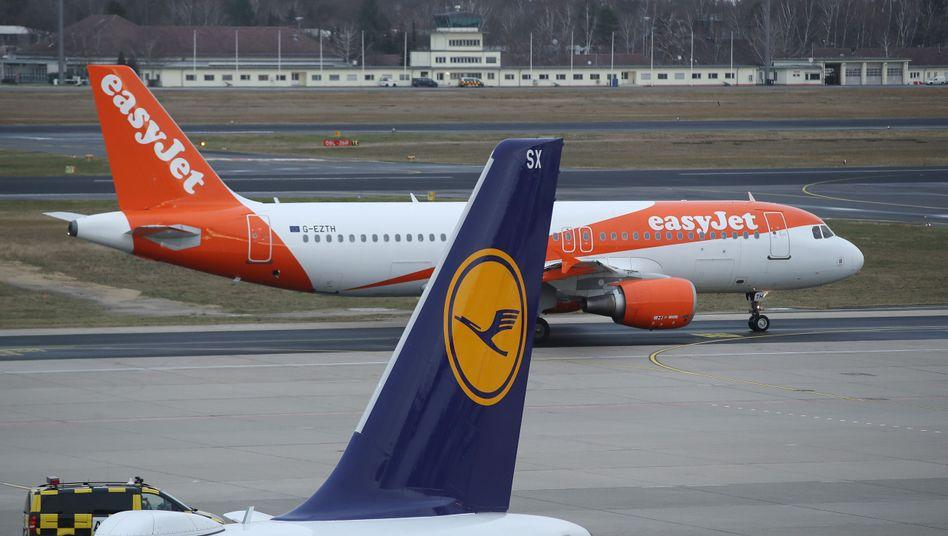 Maschinen von EasyJet und Lufthansa am Flughafen Berlin-Tegel (Symbolbild)