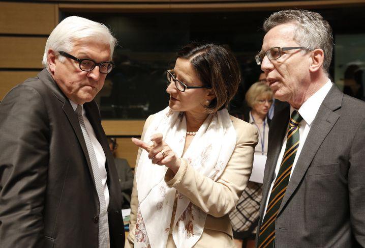 Außenminister Steinmeier (l.), Innenminister de Maizière mit Mikl-Leitner (Archiv)