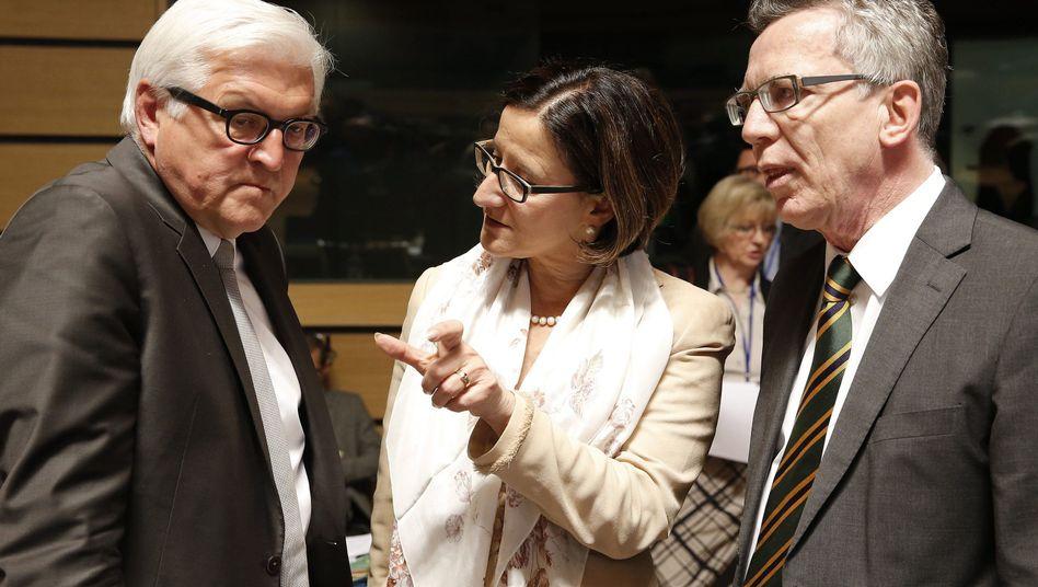 Innenministerin Mikl-Leitner mit Steinmeier und de Maizière (Archivbild): Anzeige gegen Unbekannt