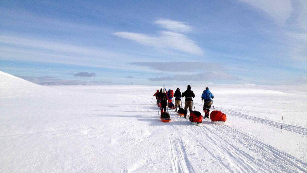 Durch Norwegens Schneewüste: 90 Kilometer mit Pulka und Husky