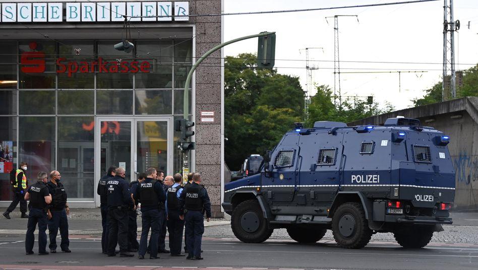 "Einsatzkräfte am ""Forum Köpenick"""