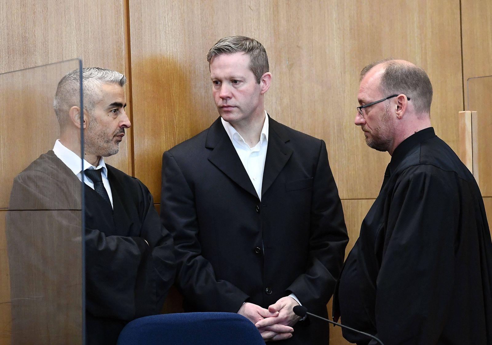 03.09.2020, xjhx, News Lokales, Prozess: Tod von Dr. Walter Luebcke - deloka, emonline, delahe emspor, v.l. Angeklagter