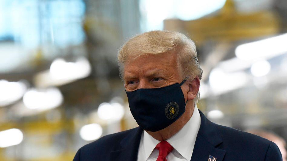 Donald Trump mit Mund-Nasen-Schutz - ein seltenes Bild