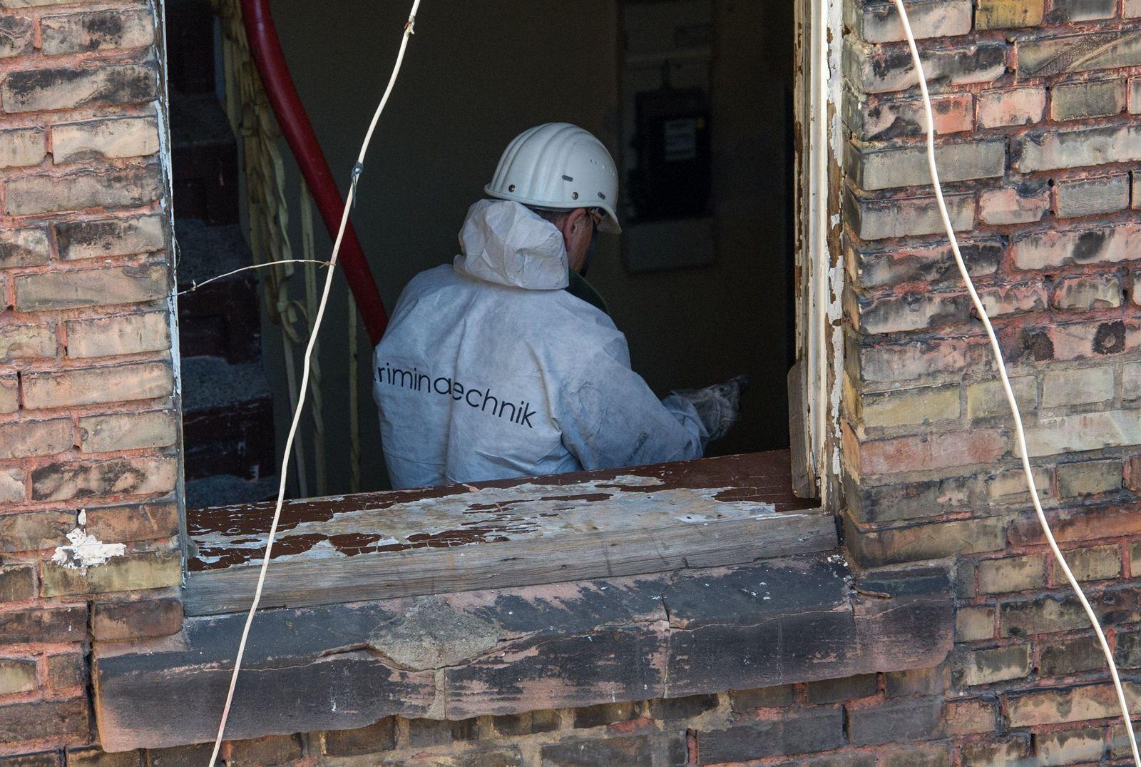 Spurensicherung nach Hausbrand in Mannheim