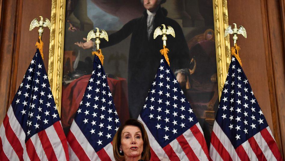 Nancy Pelosi bei ihrer Pressekonferenz
