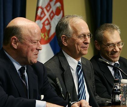 The negotiating team: from left to right, US envoy Frank Wisner, EU envoy Wolfgang Ischinger and Russian representative Alexander Botsan-Kharchenko.