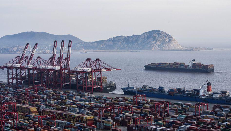 Hafen in Shanghai: Die USA und China überziehen sich seit Monaten gegenseitig mit Zöllen