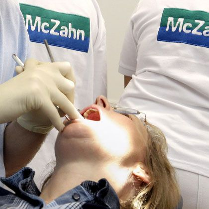 Patientin bei McZahn: Durchsuchung in der Firmenzentrale
