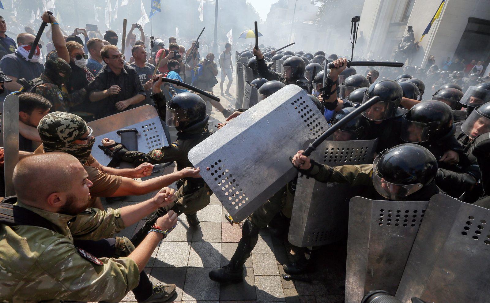 Ukraine/ Kiew/ Verfassungsabstimmung/ Parlament/ Zusammenstösse