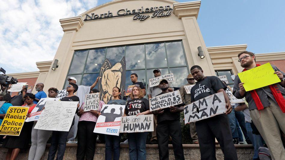 """Demonstranten in North Charleston: """"Wir sind alle Menschen"""""""