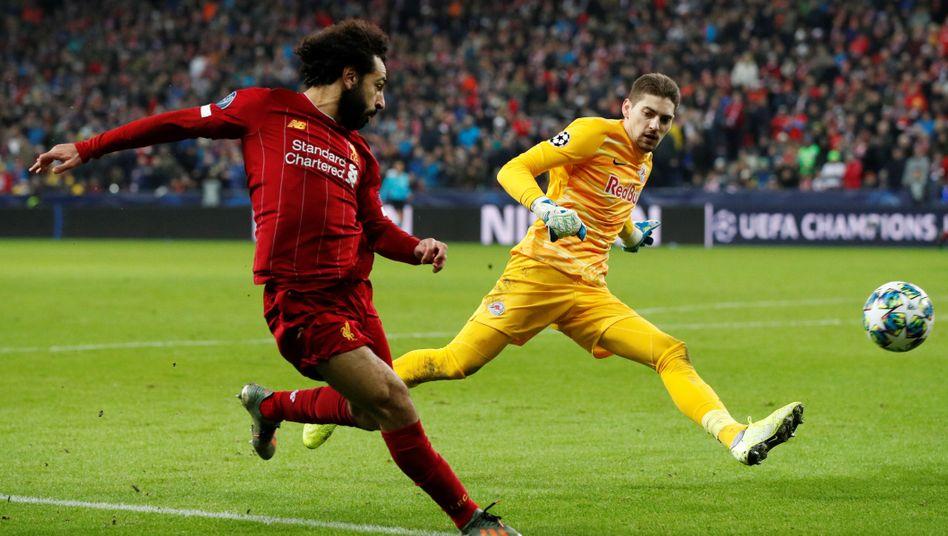 Liverpools Mohamed Salah trifft aus spitzem Winkel gegen Salzburg