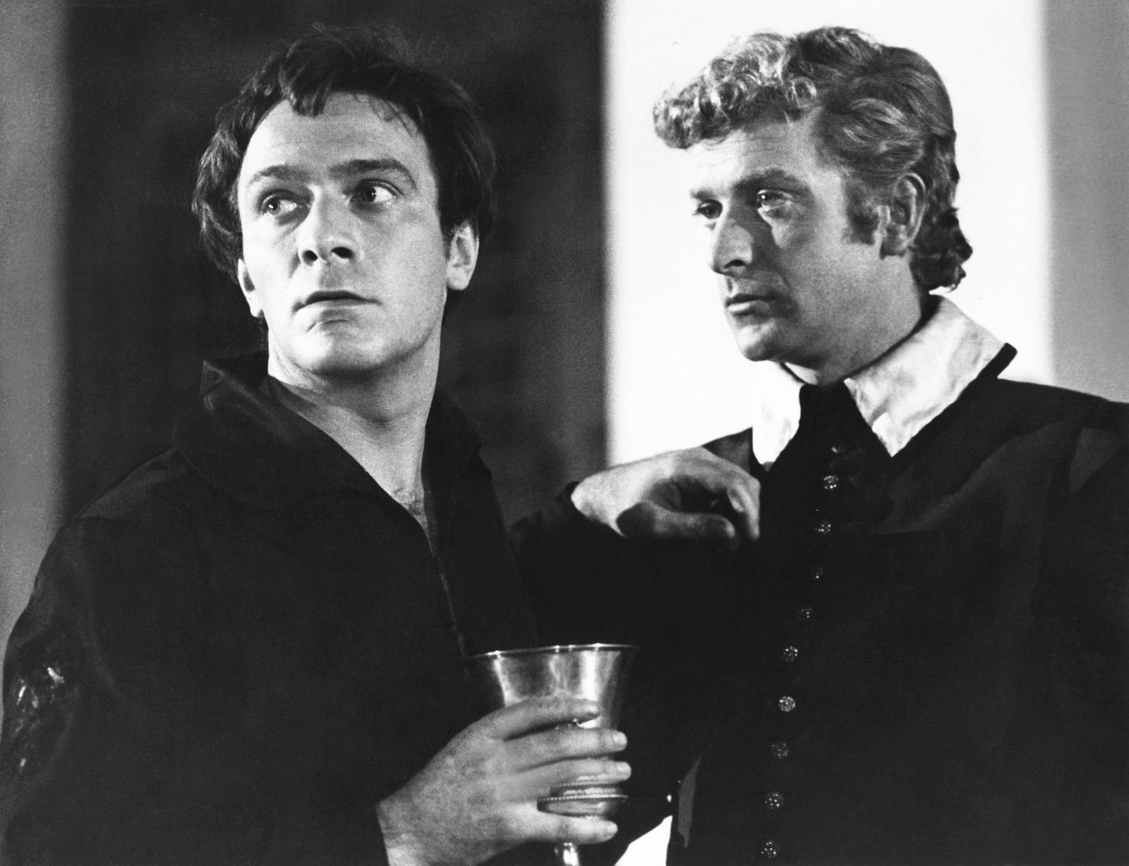 HAMLET AT ELSINORE, from left: Christopher Plummer, Michael Caine, 1964 Courtesy Everett Collection !ACHTUNG AUFNAHMEDAT