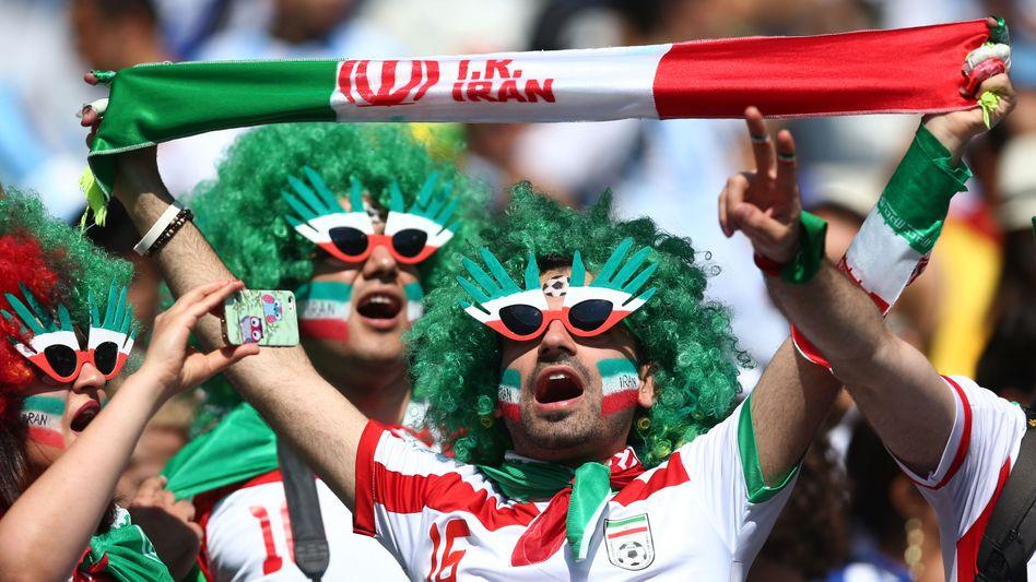 Iranische Fußballfans: Dürfen irgendwann auch die Frauen jubeln?