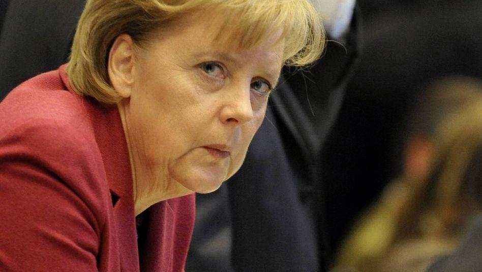 Bundeskanzlerin Merkel: Fehlstart mit Hängen und Würgen