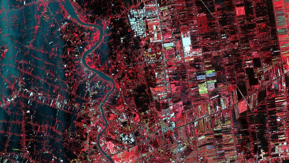 Nordrand von Bangkok: Entlang des Chao Phraya sind größere Flächen überschwemmt