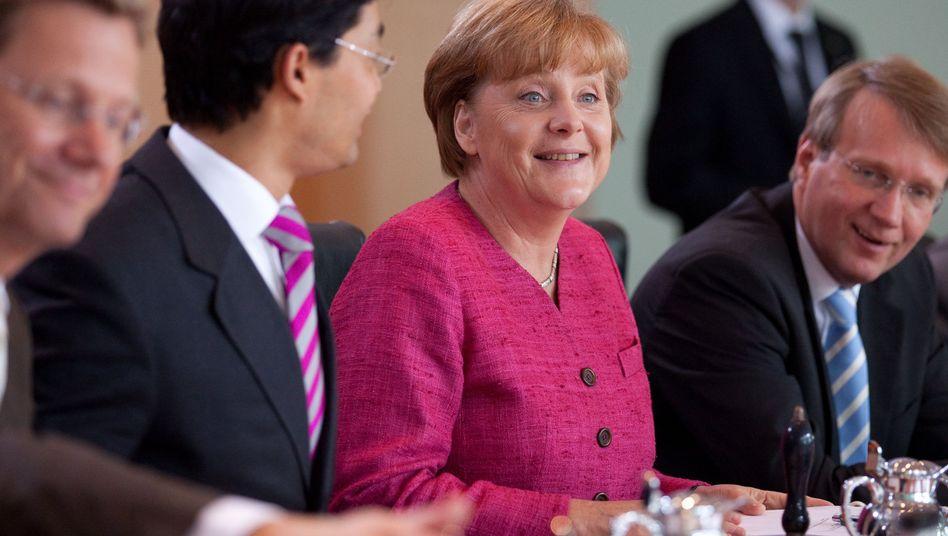 FDP-Chef Rösler, Kanzlerin Merkel: Steuerprojekt als Hilfe für die Liberalen