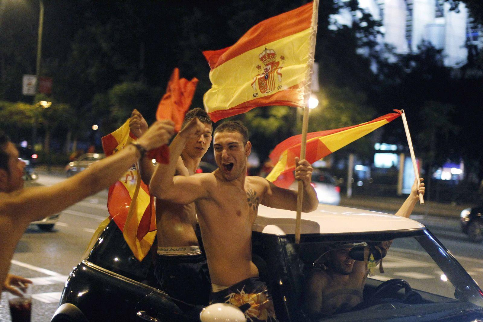 Spanier feiern