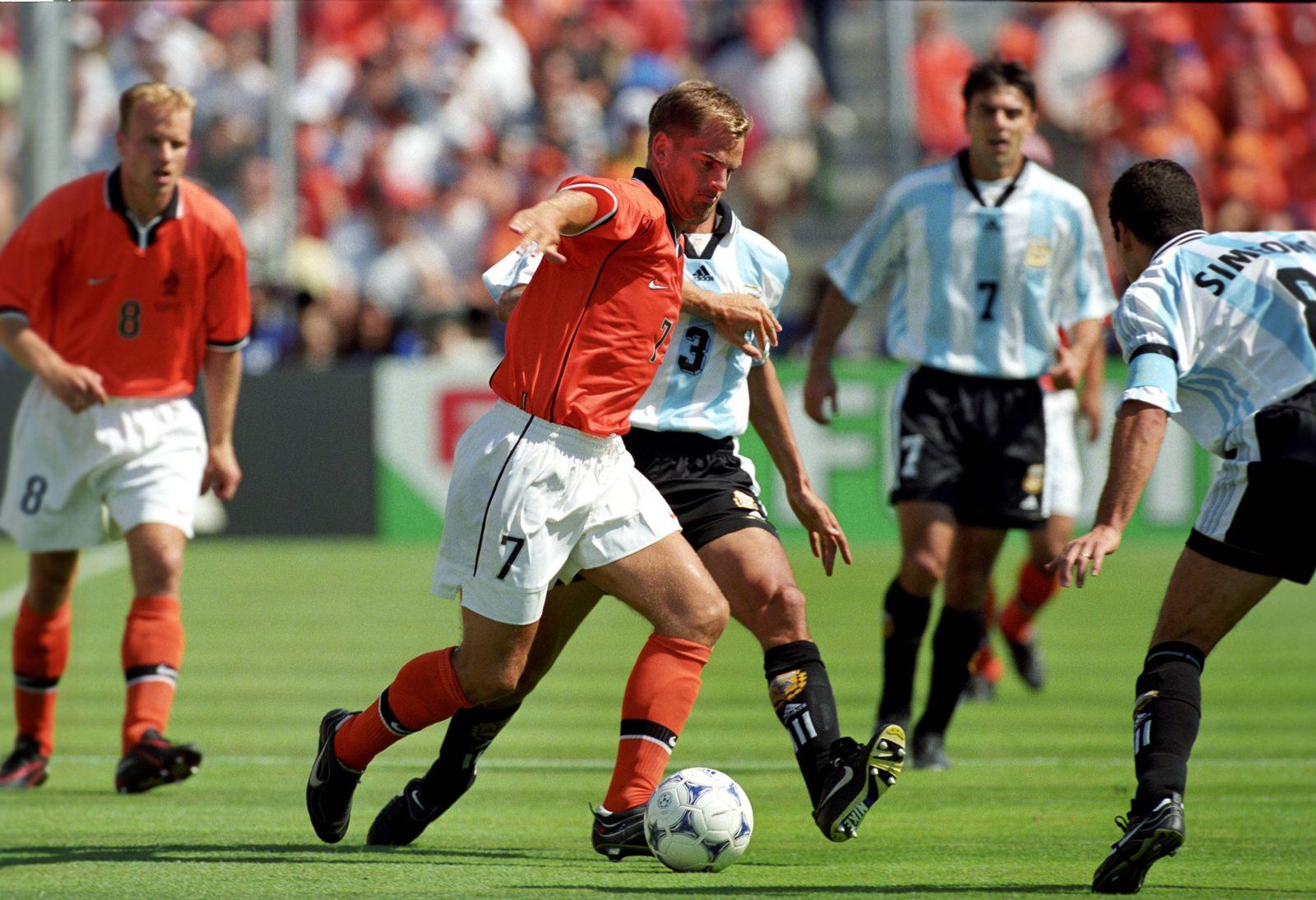 EINMALIGE VERWENDUNG Historische Duelle Argentinien vs Niederlande/ 1998