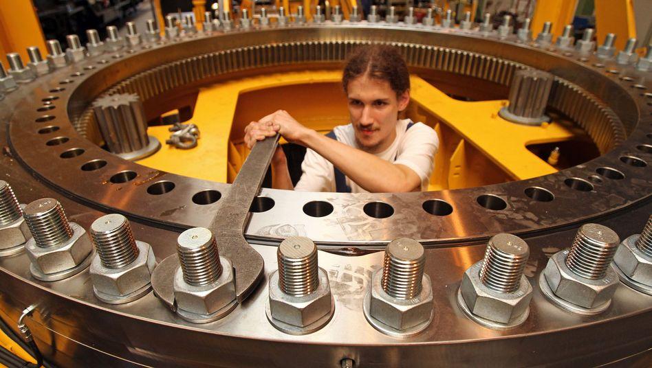 Monteur im Maschinenbau: Stimmung in der deutschen Wirtschaft stark verbessert