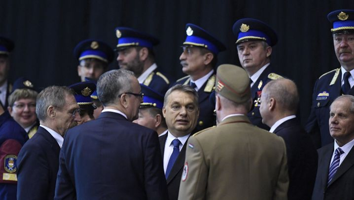 Flüchtlingspolitik in Ungarn: Transitzone hinter Gittern