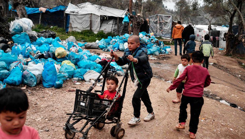 Kinder im Flüchtlingscamp Moria auf der griechischen Insel Lesbos