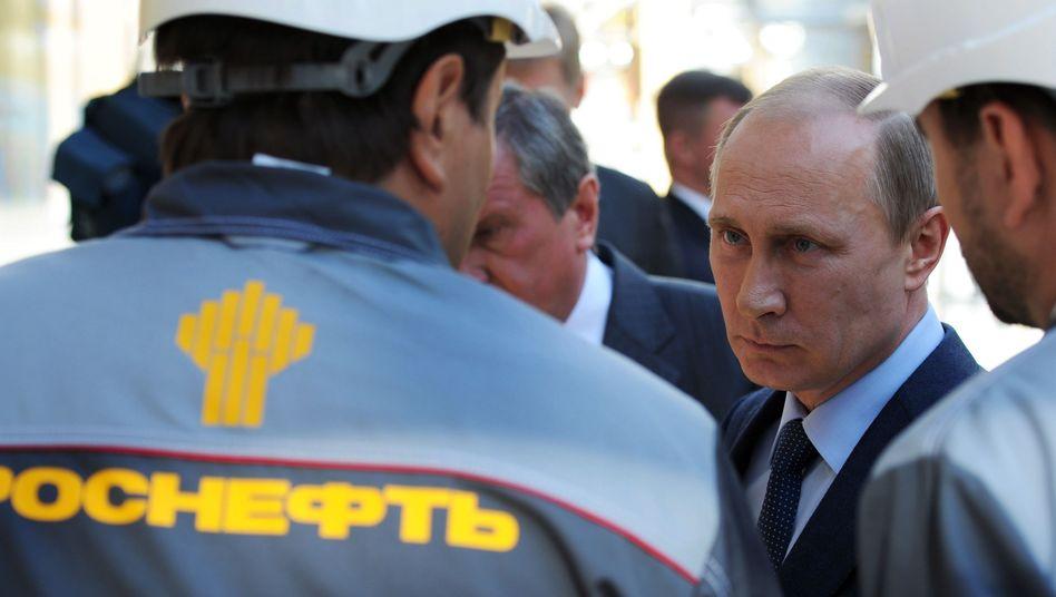 Kreml-Chef Putin (bei Besuch einer Ölanlage): USA prüfen Maßnahmen gegen Chefs von Gazprom und Rosneft