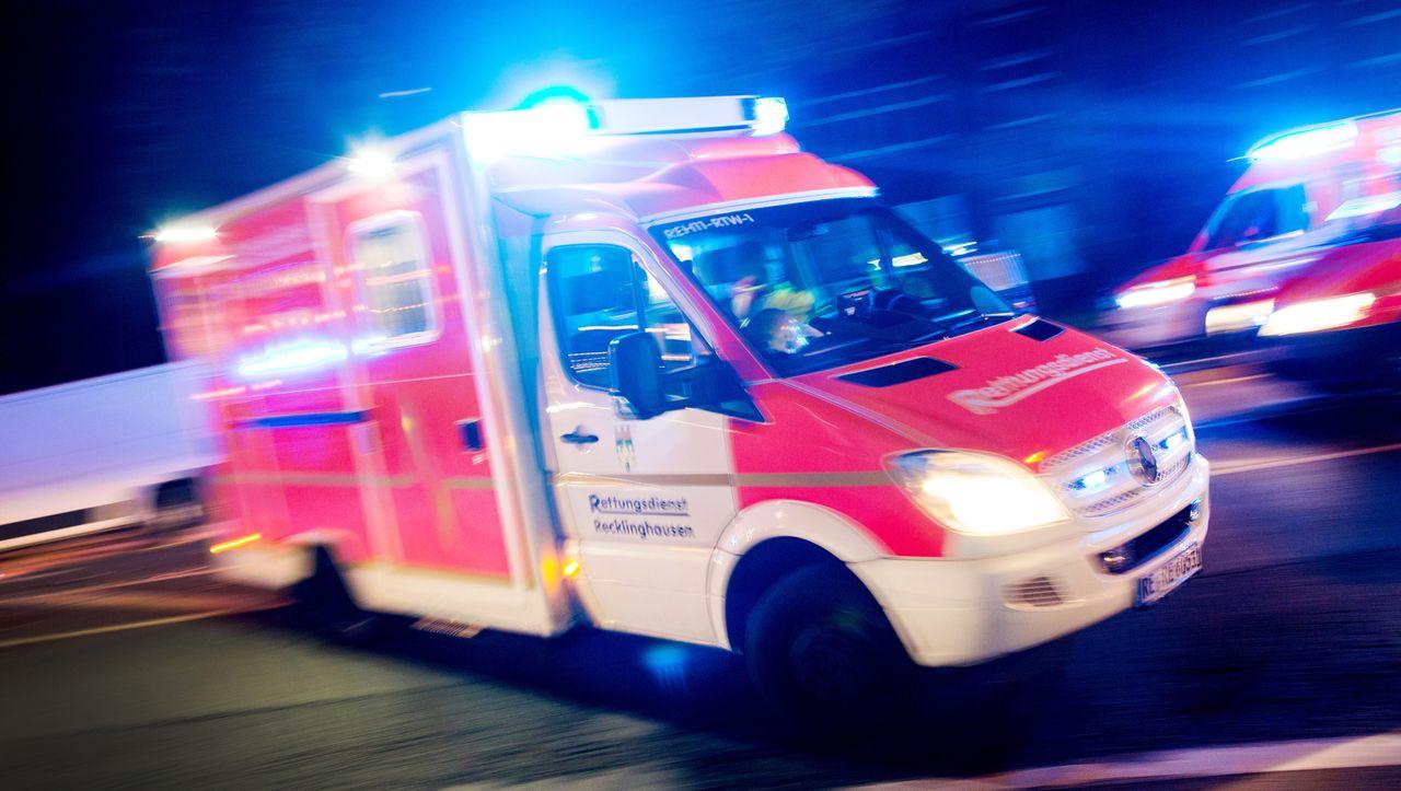 Nordrhein-Westfalen: Vater überrollt dreijährige Tochter mit Auto
