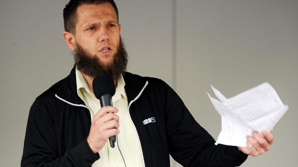 """Salafistischer Prediger Lau (Archiv): Darf als """"Scharia-Polizist"""" demonstrieren"""