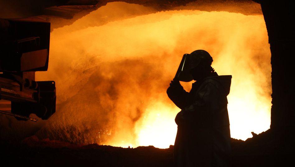 Stahlarbeiter bei ThyssenKrupp: Mit Strafzöllen soll die EU-Stahlindustrie geschützt werden