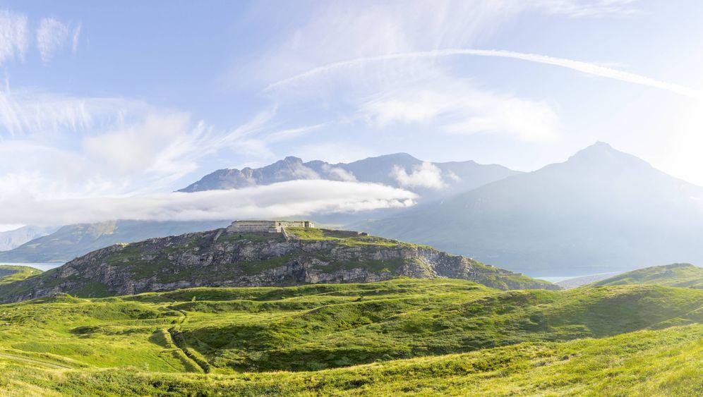 Ruinen in den Alpen: Warum Italiener auf die eigene Bergfestung schossen