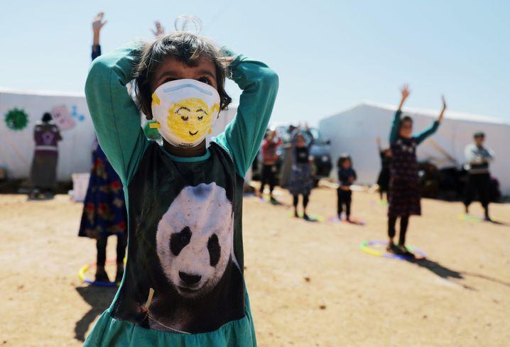 """Mädchen in einem Flüchtlingscamp in Idlib, Nordsyrien: """"Sie überleben noch"""""""