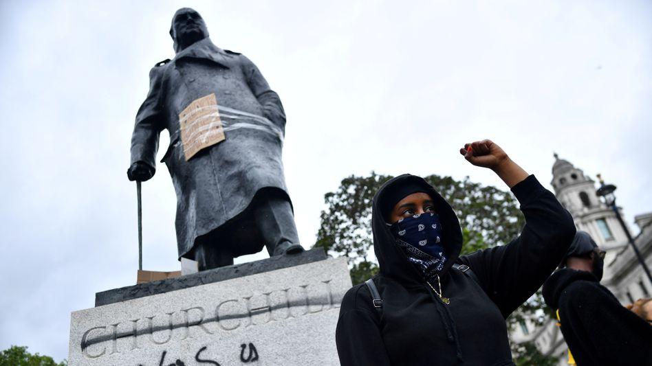 Anti-Rassismus-Protest vor einer Statue des britischen Premiers Winston Churchill in London, 7. Juni 2020